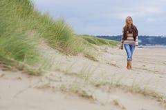 Sozinho na praia Fotografia de Stock Royalty Free
