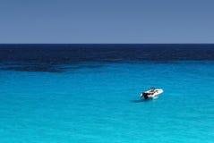 Sozinho no mar Imagem de Stock