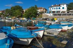 SOZOPOL, BULGÁRIA - 11 DE JULHO DE 2016: Por do sol surpreendente no porto de Sozopol, Bulgária Fotos de Stock Royalty Free