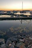 SOZOPOL, BULGARIA - 11 DE JULIO DE 2016: Puesta del sol asombrosa en el puerto de Sozopol, Bulgaria Fotos de archivo libres de regalías