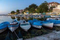 SOZOPOL, BULGARIE - 11 JUILLET 2016 : Coucher du soleil étonnant au port de Sozopol, Bulgarie Photo libre de droits