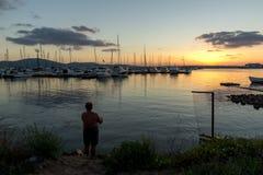 SOZOPOL, BULGARIE - 12 JUILLET 2016 : Coucher du soleil étonnant au port de Sozopol, Bulgarie Photo libre de droits