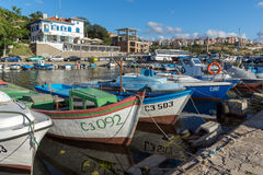 SOZOPOL, BULGARIE - 12 JUILLET 2016 : Panorama étonnant de port de ville de Sozopol, Bulgarie Photo stock