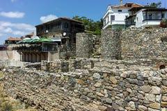 SOZOPOL, BULGARIEN - 16. JULI 2016: Alte Ruinen in der alten Stadt von Sozopol, Burgas-Region Stockbilder