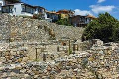 SOZOPOL, BULGARIEN - 16. JULI 2016: Alte Ruinen in der alten Stadt von Sozopol, Burgas-Region Stockfotografie