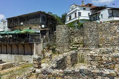 SOZOPOL, BULGARIEN - 16. JULI 2016: Alte Ruinen in der alten Stadt von Sozopol, Burgas-Region Lizenzfreies Stockbild