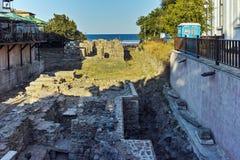 SOZOPOL, BULGARIEN - 11. JULI 2016: Alte Ruinen und Panoramablick von Sozopol-Stadt-Burgas-Region Lizenzfreies Stockfoto
