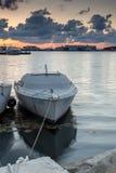SOZOPOL, BULGARIEN - 12. JULI 2016: Erstaunlicher Sonnenuntergang am Hafen von Sozopol, Bulgarien Lizenzfreie Stockfotografie