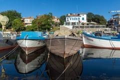 SOZOPOL, BULGARIEN - 12. JULI 2016: Erstaunliches Panorama des Hafens der Stadt von Sozopol, Bulgarien Stockfoto