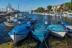 SOZOPOL, BULGARIEN - 12. JULI 2016: Erstaunliches Panorama des Hafens der Stadt von Sozopol, Bulgarien Stockfotografie