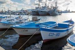SOZOPOL, BULGARIEN - 12. JULI 2016: Erstaunliches Panorama des Hafens der Stadt von Sozopol, Bulgarien Lizenzfreie Stockfotografie
