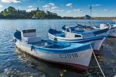 SOZOPOL, BULGARIEN - 12. JULI 2016: Erstaunliches Panorama des Hafens der Stadt von Sozopol, Bulgarien Stockfotos