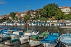 SOZOPOL, BULGARIEN - 12. JULI 2016: Erstaunliches Panorama des Hafens der Stadt von Sozopol, Bulgarien Lizenzfreies Stockbild