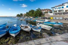 SOZOPOL, BULGARIEN - 12. JULI 2016: Erstaunliches Panorama des Hafens der Stadt von Sozopol, Bulgarien Stockbild