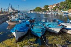 SOZOPOL, BULGARIEN - 12. JULI 2016: Erstaunliches Panorama des Hafens der Stadt von Sozopol, Bulgarien Stockbilder