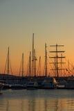 SOZOPOL, BULGARIEN - 11. JULI 2016: Sonnenuntergang am Hafen von Sozopol, Bulgarien Lizenzfreie Stockbilder