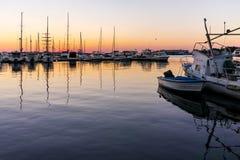 SOZOPOL, BULGARIEN - 11. JULI 2016: Sonnenuntergangansicht des Hafens von Sozopol-Stadt, Burgas-Region, Lizenzfreie Stockbilder
