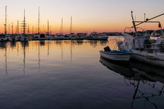 SOZOPOL, BULGARIEN - 11. JULI 2016: Sonnenuntergangansicht des Hafens von Sozopol-Stadt, Burgas-Region Lizenzfreie Stockbilder