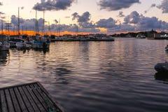 SOZOPOL, BULGARIEN - 12. JULI 2016: Sonnenuntergangmeerblick auf dem Hafen von Sozopol, Burgas-Region Lizenzfreies Stockbild