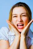 spännande lycklig en förvånad kvinna för skri Fotografering för Bildbyråer