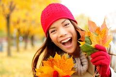 Spännande lycklig fallkvinna Fotografering för Bildbyråer