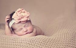 Spädbarn poserat sova Arkivbild