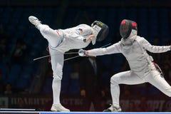 Spännande strid på mästerskap av världen i fäktning Royaltyfri Fotografi