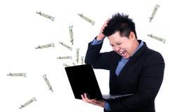 Spänning i arbetsplatsen med pengar som ut flyger Royaltyfria Bilder