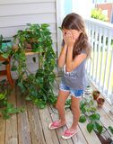 Spänning, i att arbeta i trädgården för uteplats royaltyfria bilder
