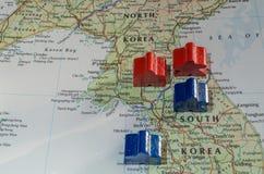 Spänningar över den koreanska gränsen Arkivfoto