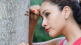Spänningsbekymmer och unga kvinnor Arkivfoto