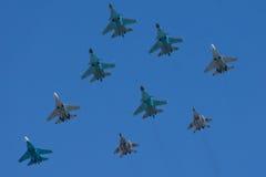 Spännvidden av flygplanet på en seger ståtar i Moskva Royaltyfri Bild