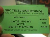 Spät- mit Seth Meyers Studio Audience Tickets lizenzfreies stockbild