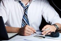Späte Arbeit im Büro Lizenzfreies Stockbild