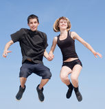 Späte Jugendliche, die draußen tanzen Stockbilder