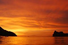 Später Inselsonnenuntergang Stockfotos