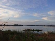 Später Nachmittag auf dem See lizenzfreies stockbild