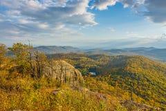 Später Nachmittags-Herbstlaub-Betrachtung Lizenzfreie Stockfotografie