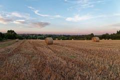 Spätsommersonnenuntergang über Feldern Stockbilder