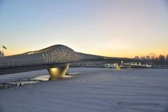 Spång över den Ishim floden i Astana arkivbilder