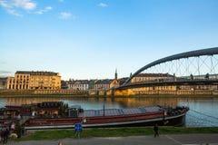 Spång Ojca Bernatka - bro över Vistulaet River Arkivbild