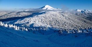 Spår av turister till det högsta berget av Ukraina Fotografering för Bildbyråer