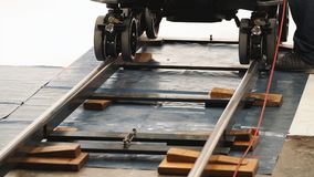 Spår för docka för inställning för lag för produktionbesättning Arkivfoto