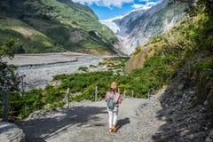 Spår på Franz Josef Glacier, Nya Zeeland royaltyfri foto