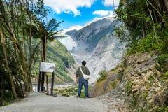 Spår på Franz Josef Glacier, Nya Zeeland royaltyfri fotografi