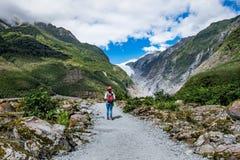 Spår på Franz Josef Glacier, Nya Zeeland royaltyfria bilder
