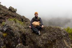 Spår på Kilimanjaro på den Machame ruttwhiskyn dag 4 Arkivbild