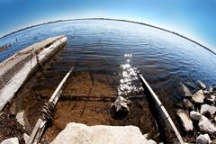 Spårar inklusive i sjön Royaltyfria Bilder