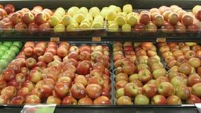 Spåring av skottet av frukt i en livsmedelsbutik lager videofilmer