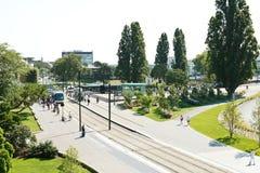 Spårväg på fyrkantiga Elisa Mercoeur i Nantes, Frankrike Arkivfoto